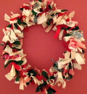 Fabric wreath in traditional colours, to make or to buy for £9